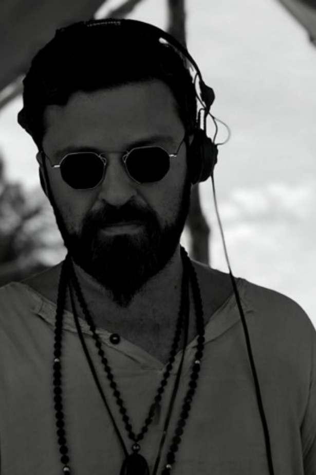 <a href='https://soundcloud.com/yalos_santorini/yalos-by-p-a-n' target='_blank' rel=